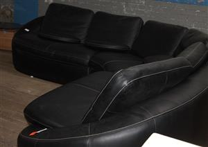 S034722A Black l-shaped couch #Rosettenvillepawnshop