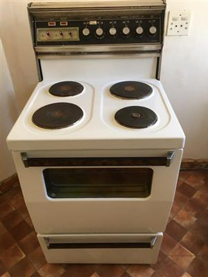 Stove Free Standing, Kelvinator, 4 Plate and Oven