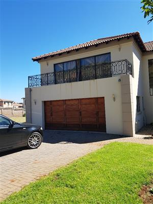 IMMACULATE DOUBLE STORY HOUSE FOR RENTAL IN AMANDASIG IN A 24H00 SECURITY VILLAGE