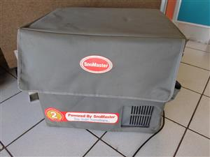 220V 40l SnoMaster Camping Fridge / Freezer