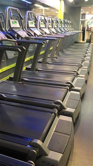 Free motion incline Treadmills