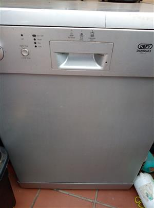 Defy Dishmaid 3 Dishwasher in good condition.R1500 on neareset offer.