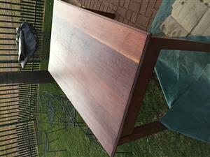 Solude hout tafel/lessenaar