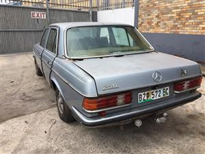 STRIPPING: 1980 Mercedes-Benz 230 automatic
