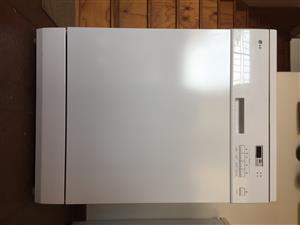 LG Dishwasher for sale model LD-2120WH