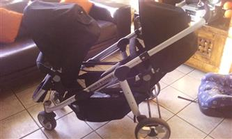 Double trouble twinpram in excellent condition for sale( like brand new)