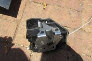 BMW 1 SERIES E87 RIGHT FRONT DOOR LOCK – USED