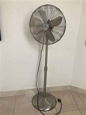 Pedestal Fan - Russell Hobbs - 3 Speed