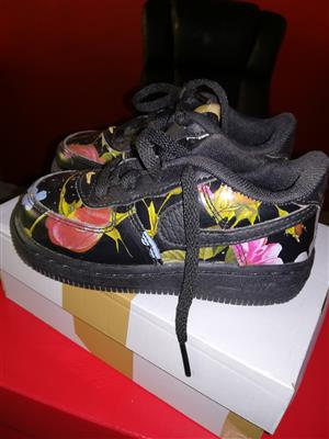 Nike Toddler Sneakers Size 7