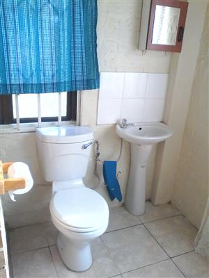 Bachelor pad to rent in Seaview R2999