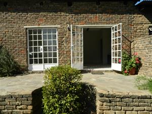 Charming Self-Contained 2 Bedroom Cottage. Available Immediately.