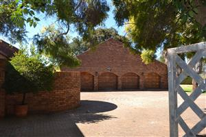 Big house with 8 flats generating a  income of R32,000