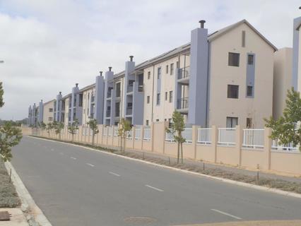 2 Bedroom Apartment For Sale in Buhrein, Kraaifontein