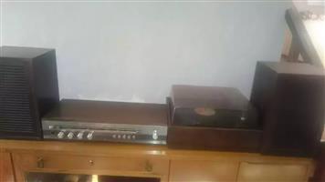Radio amp, turntable and speakers vintage