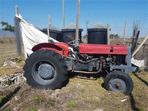 4 cylinder international Small tractor - ON AUCTION
