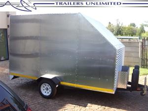 TRAILERS UNLIMITED. ENCLOSED SINGLE AXLE TRAILER WITH JERRYCAN HOLDERS.
