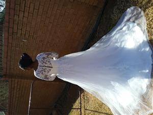 Stunning wedding dress for sale