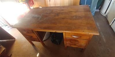 Kiaat Desk