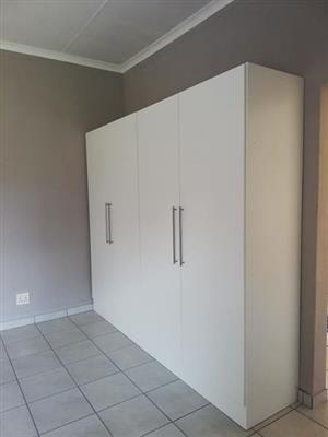 Closet in excellent condition
