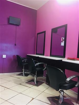 Salon chair/ mirror for rental