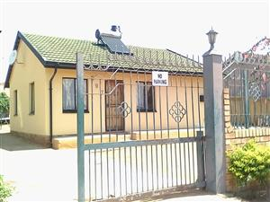2 BEDROOMS HOUSE FOR SALE SOSHANGUVE DD R470 000.00 CALL QUINTON FOR MORE INFO @ 0723325794 / 0127000100