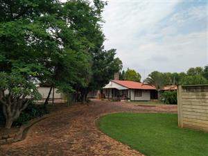 3 Bdrm, 2 Bthrm on a share property in Moot R 8000 avail 1/1/2020
