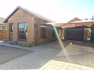 Beautiful 3 bedroom house to rent in soshanguve