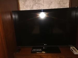 LG TV 42 inch with remote in exellent working condition