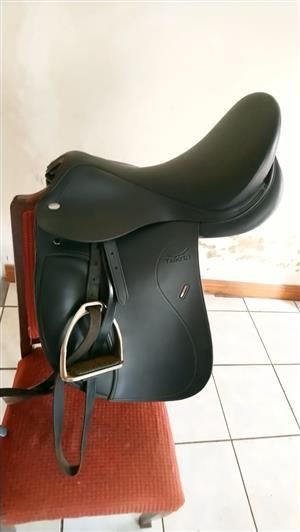 "17"" Tekna Dressage saddle"