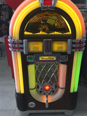 Wurlitzer Model 1015 CD Jukebox Walnut Model for sale in perfect condition