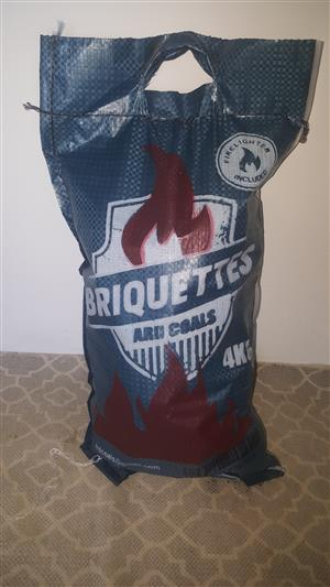 4 BRIQUETTES WITH FIRELIGHTER FOR SALE