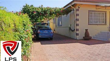 House in DISCOVERY ROODEPOORT for that PRICE!!! YES YES AND YESSSSS!