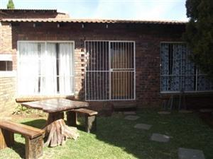 Ultra neat clean 2 Bedroom Townhouse - Pet friendly - private garden - own entrance - lock-up Garage - FOR RENT - Pellissier - R6100p.m