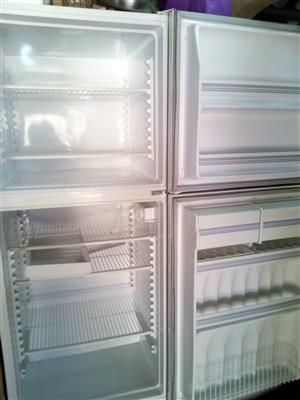 Refrigerator R1300
