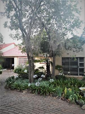 6 Bedroom 4 Bathroom House on 4300 sqm In Bryanston For Sale