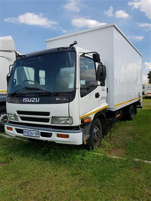 2009 Isuzu FRR500, 5TON Volume bin truck for sale