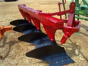 Rebuild mouldbourd 4 furrow plough for sale / Skaar ploeg te koop
