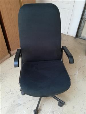 Office high back swivel chair R550 00 onco