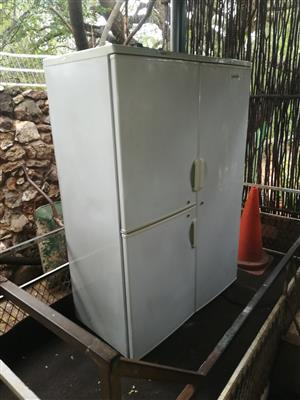 White Fridge Master 590 liter triple door fridge freezer in good condition working perfectly for sale - R1695 cash if you collect.  I CAN DELIVER for R200 in Pretoria area.  WhatsApp sms or call Pierre on 0825784861.