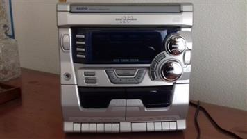 SANYO PERSONAL AUDIO SYSTEM R 310.00