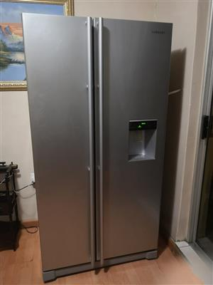 As New: Samsung 520lt Side By Side Fridge Inox RS52N3B13S8 R8000.00 neg
