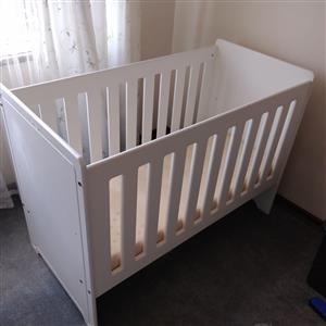Baby cot still like new