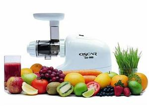 OSCAR DA 900 Juicer in perfect working condition complete .everything including extra attachments