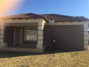 Bargain close to The Mall. 3 bedroom townhouse