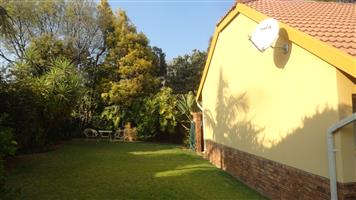 2 bedroomed secure town house Loisvilla security estate. Situated in the up market boomed-off suburb of Erasmuskloof, Pretoria East. Garage, Garden, Corner unit, pets. walk to Shopping Centre.