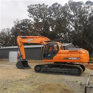 Doosan 225LCA excavator