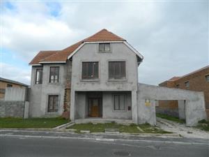 8 bedroom House for sale in Pelican Heights