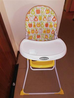 Little one yellow feeding chair
