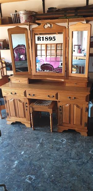 Oak Dressing Table with Chair (1470x460x740)