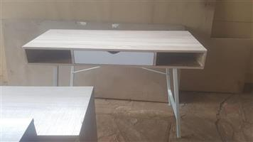 Light wooden desk with drawer